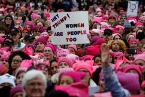 1 Участники «женского марша» в Вашингтоне США